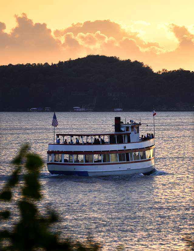 Sunset over the Queen boat